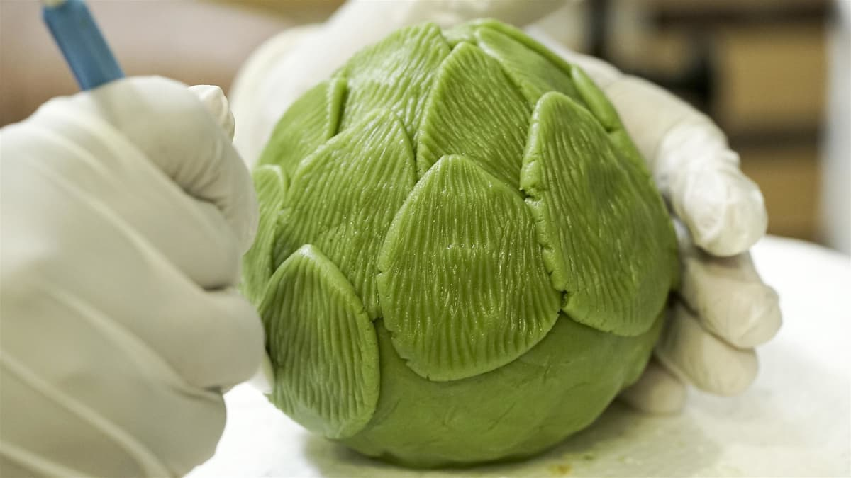 Bakers create a saddle cake and cakes that look like fresh produce.
