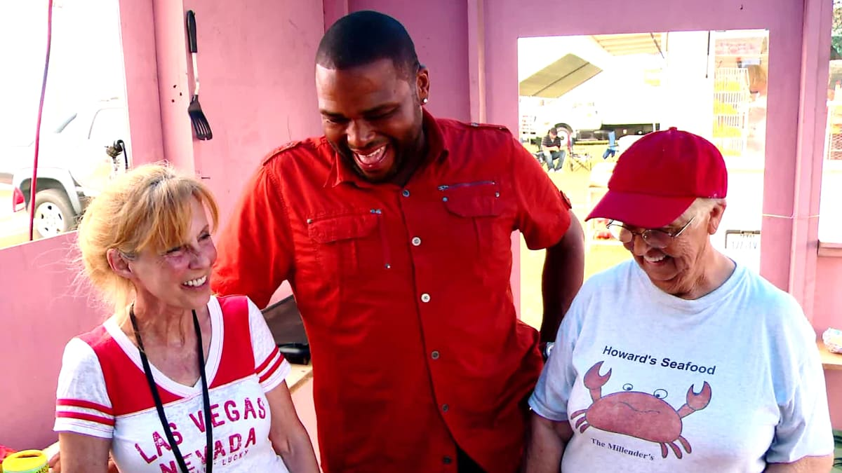 Anthony Anderson takes on the Texas Crab Festival in Crystal Beach.